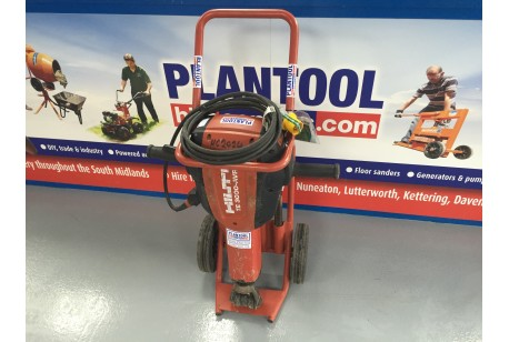 Breaker -  Electric Road - Hilti TE3000AVR at Plantool Hire Centres