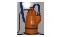 Pump - Residue (Puddle) Pump c/w 1 Length Hose + Clip at Plantool Hire Centres